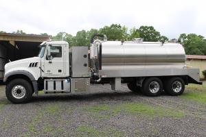 Septic Vacuum Pumper Service Truck - 3600Gallon Vacuum Tank - MACK