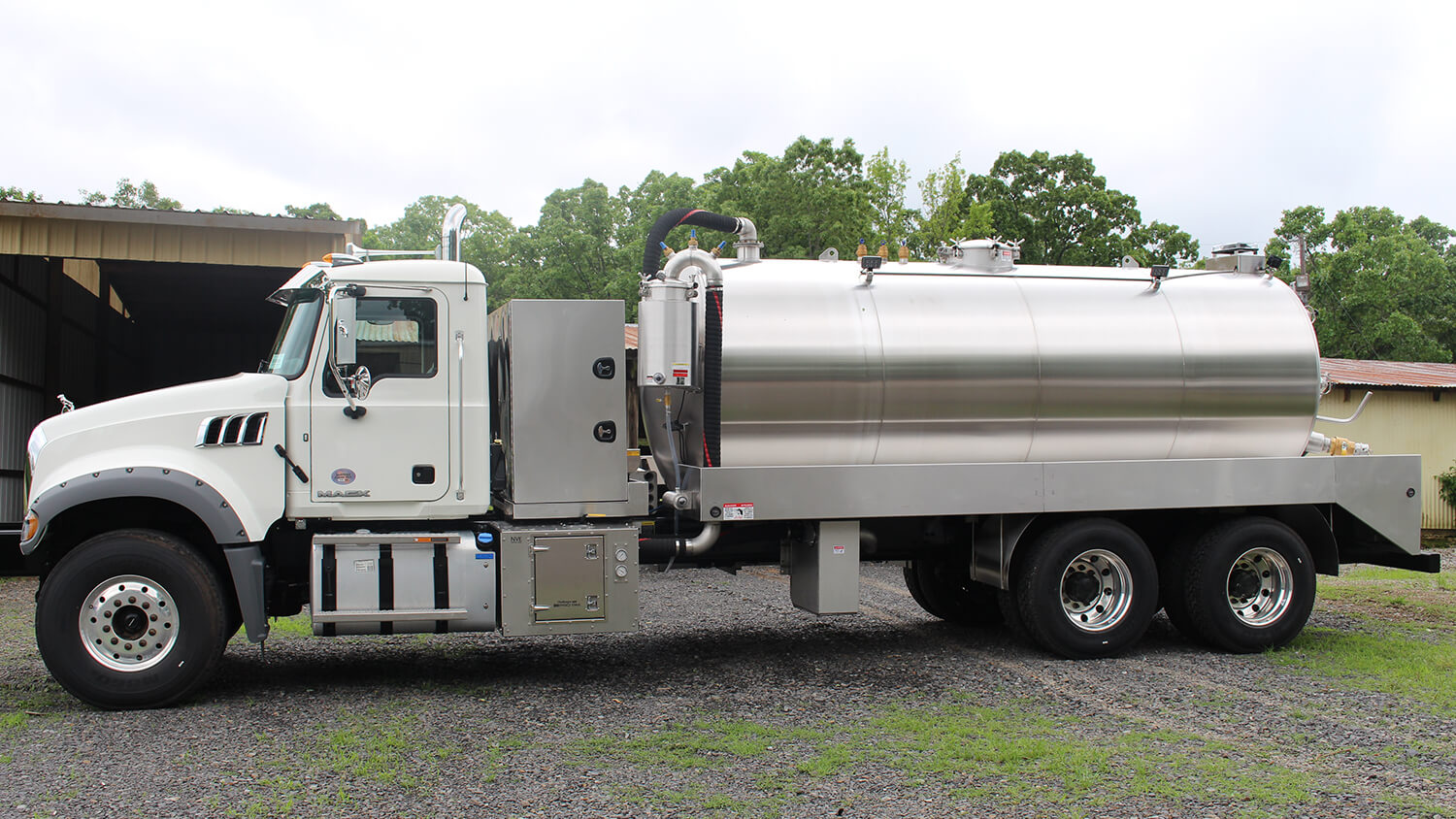 Septic Truck 3600 Mack 1218